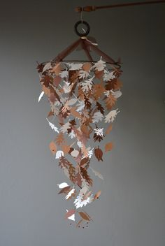 Custom order for Jessica - Baby mobile with paper leaves from 2 shades of brown and ivory card stock --- Nursery mobile or baby room mobile door SierGoed op Etsy
