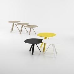 The combination of geometric patterns, contracted and not simple, formed by the curve of the bold design fashionable modelling, the support structure at the top and bottom of the table is made of steel plate.
