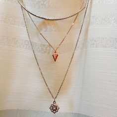 SALE⚜AEO Necklace Beautiful AEO piece complete with sparkly gemstones! NWOT! American Eagle Outfitters Jewelry Necklaces