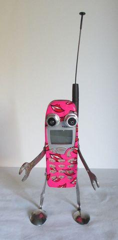 He encontrado este interesante anuncio de Etsy en https://www.etsy.com/es/listing/209727297/smoochy-found-object-robot