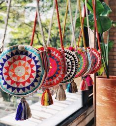 Beautiful Tuesday at our Showroom 🌴 Visítanos si estás en Medellín or orde. - Angaw Sawmah - - Beautiful Tuesday at our Showroom 🌴 Visítanos si estás en Medellín or orde. Mochila Crochet, Tapestry Crochet Patterns, Gypsy Bag, Fab Bag, Tapestry Bag, Boho Bags, Hippie Bags, Crochet Purses, Crochet Bags