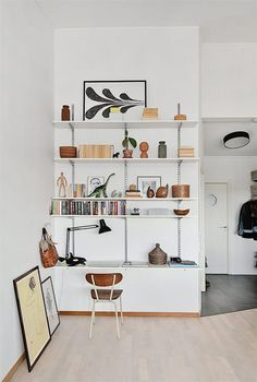 Suédois et vintage gallery wall for living room, affordable home decor ideas Home Interior, Interior And Exterior, Ideas Hogar, Built In Shelves, Ikea Wall Shelves, Wall Desk, Desk Shelves, Open Shelves, Living Spaces