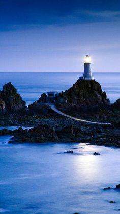 Lighthouses, night, sea.