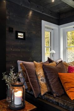 Elegant Interior Designs ∘・゚ Living Room Modern, Interior Design Living Room, Living Spaces, Dark Interiors, Cabin Interiors, Mountain Cabin Decor, Modern Lodge, Cabins And Cottages, Log Homes