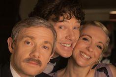 John Watson (Martin Freeman), Sherlock Holmes (Benedict Cumberbatch) and Mary Morstan (Amanda Abbington). Sherlock Holmes, Sherlock Fandom, Sherlock John, Sherlock Cast, Watson Sherlock, Sherlock Season, Sherlock Series, Jim Moriarty, Sherlock Quotes