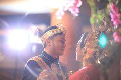 Bugis wedding at Ceria Room, Shangrila Jakarta. Baju bodo by Rama Dauhan. Decor by Airy Design - www.thebridedept.com