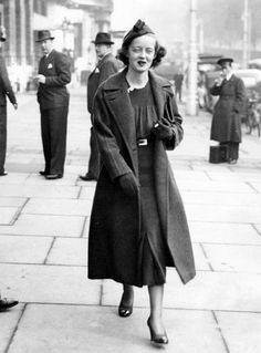 Bette Davis hits the streets of New York, 1935