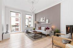 FINN – ADAMSTUEN: Klassisk leilighet med attraktiv beliggenhet. Solrik balkong og peis. Mulighet for kjøp av egen garasje i bakgård*