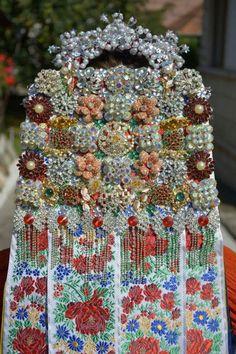 Hungarian wedding head dress. Mera?