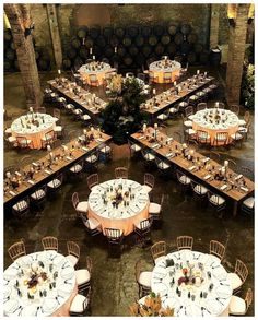 How to Create The Perfect Wedding Seating Plan – Poptop Event Planning Guide So erstellen Sie den perfekten Hochzeits-Sitzplan – Poptop Event Planning Guide Wedding Table Layouts, Wedding Reception Layout, Seating Plan Wedding, Wedding Ceremony, Seating Plans, Wedding Table Arrangements, Wedding Centerpieces, Wedding Table Plans, Wedding Reception Seating Arrangement