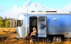 Airstream trailers are awesome. The aluminum motor homes with their distinctive shape enjoy cult status. Now Airstream has once again upped the ante with The Pendleton Limited Edition. This collaboration with Pendleton Woolen Mills (makers of luxury woolens for over a century) celebrates 100 yea ...