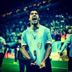 Copa 2014 Luis Suarez do Uruguay está fora da Copa por ter mordido um jogador no jogo contra a Itália. Lamentável mas merecido.