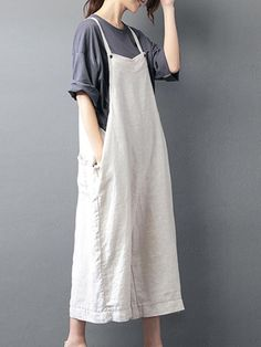 Created from linen, find the best womens baggy overalls in beige color that is perfect fit for Summer. Buy cotton dungarees & give yourself a stylish look. Baggy Dungarees, Dungarees Outfits, Dungaree Dress, Overalls, Basic Outfits, Mode Outfits, Casual Outfits, Boho Fashion, Fashion Outfits