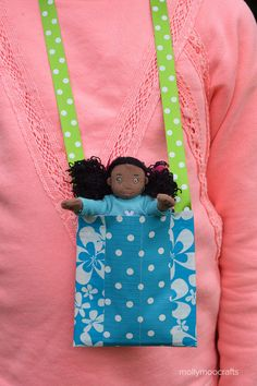 10min Duck Tape Craft - Doll Necklace Pouch for kids on the go! | MollyMooCrafts.com