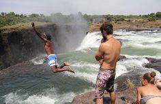 The Devil's Pool (A Piscina do Diabo) em Victoria Falls, na Zâmbia © joepyrek #momondo