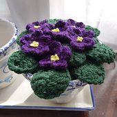 Ravelry: Crochet African violets pattern by Rainbow Junkie