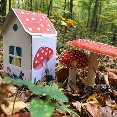 kleines Papphaus zum Basteln Recycling, Bird, Outdoor Decor, House, Home Decor, House In The Forest, Tiny House Cabin, Pens, Wrapping Gifts