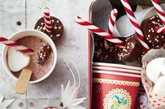 Make your own hot chocolate box complete with marshmallows and chocolate sticks - perfect for gift giving this Christmas! Christmas Food Gifts, Christmas Drinks, Christmas Baking, Chocolate Sticks, Chocolate Box, Chocolate Recipes, Non Alcoholic Punch, Spiced Cider, Mini Muffin Pan