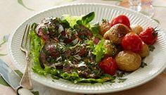 Roastbeef er perfekt weekendmad - her får du opskriften på en variant af stegen med parmasandrys og timiankartofler dertil.