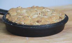 Tee omenakeksi pannulla - taivaallisen hyvää ja helppoa   Pippuri.fi… Muffin, Rolls, Pie, Candy, Cookies, Baking, Breakfast, Sweet, Desserts