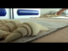 Fabrication des viennoiseries - YouTube