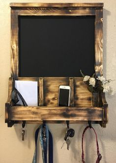 Mail Holder Wall, Wand Organizer, Modern Outdoor Kitchen, Kitchen Doors, Wall Organization, Home Staging, Decoration, Wood Wall, Farmhouse Style