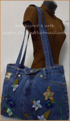 de calça jeans com flores de fuxico