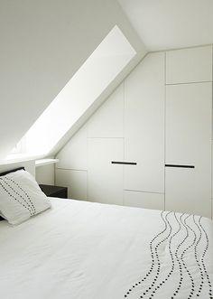 Duplex Apartment in Knokke Cy Peys Interior Architects Loft Room, Bedroom Loft, Home Bedroom, Attic Bedroom Designs, Attic Bedrooms, Skylight Bedroom, Skylight Window, Skylight Design, Loft Storage