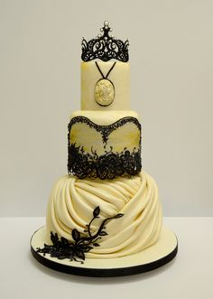 vintage wedding cake inspired by the wedding gown.