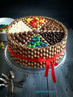 Newest Totally Free fruit cake wedding Ideas - yummy cake recipes Torta Candy, Candy Cakes, Cupcake Cakes, Cute Cakes, Yummy Cakes, Kitkat Torte, Chocolate Box Cake, Chocolate Biscuits, Chocolate Birthday Cake Decoration