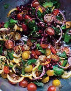 Salade healthy : Salade arc-en-ciel • oignons rouges • Tomates • Grenade # persil # vinaigre balsamique • salade • Noix/noisettes