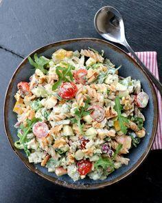 Kylling- og pastasalat med krema pestodressing - LINDASTUHAUG Snacks, Cobb Salad, Potato Salad, Tapas, Natural Remedies, Easy Meals, Good Food, Brunch, Food And Drink