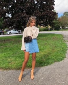 40 Flawless Fall & Winter Outfits For Women To Copy 20 Mode Outfits, Trendy Outfits, Fashion Outfits, Skirt Fashion, Fall Winter Outfits, Spring Outfits, Mode Old School, Spring Summer Fashion, Autumn Winter Fashion