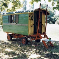 Une chambre dans une roulotte immobile
