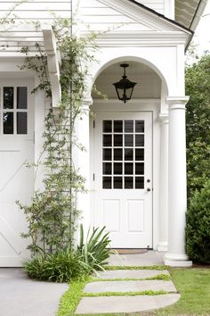 Inspiration: Calm + Bold Carriage house porch and garage door trellis.Carriage house porch and garage door trellis. Best Front Door Colors, Best Front Doors, Front Door Entrance, Entrance Decor, House Entrance, Entrance Lighting, Apartment Entrance, White Front Doors, Door Entry