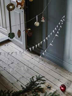 Äntligen får en julpynta! Strö ett magiskt skimmer över ditt hem med juldekorationer gjorda för att förtrolla.