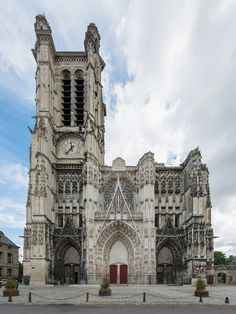 File:Cathédrale Saint-Pierre-et-Saint-Paul, Troyes, West view Cathedral Architecture, Gothic Architecture, Historical Architecture, French Cathedrals, Around The World In 80 Days, Ardennes, Beaux Villages, Cathedral Church, Old Churches