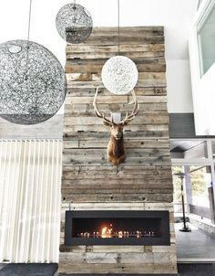 Cold table: 60 ideas for decoration and how to assemble - Home Fashion Trend Reclaimed Wood Fireplace, Wood Fireplace Surrounds, Linear Fireplace, Home Fireplace, Fireplace Design, Stone Fireplaces, Fireplace Ideas, Mantel Styling, Wood Stone