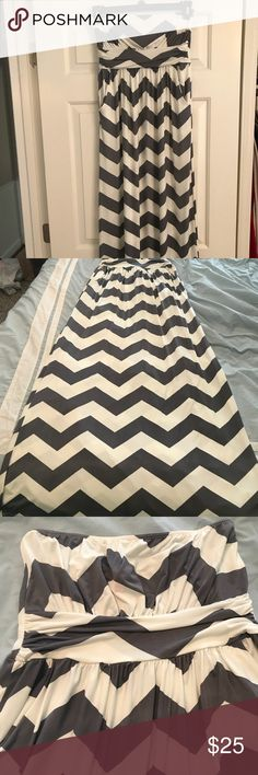 Gray and white chevron strapless maxi dress NWOT. Gray and white chevron strapless maxi dress with pockets. Floor length great for travel with no wrinkles. NWOT never worn!! fashionomics Dresses Maxi