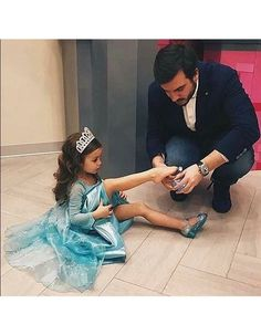 Family dad and daddy image baby and daddy Cute Family, Baby Family, Family Goals, Family Life, Friends Family, Daddy Daughter Pictures, Dad Daughter, Daddy Daughter Dance Dresses, Mother Daughters