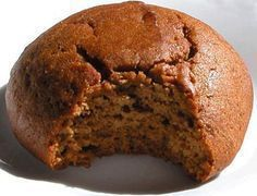 Il y a 2 ans, une de mes tantes a regroupé dans un livre toutes nos recettes familiales et surtout la cuisine de ma grand-mère pour notre plus grand bonheur. Je vous partage donc, à travers cette recette, un peu de sa cuisine. Lorsque l'on goûte ces biscuits à la mélasse, on pense tout de… Desserts With Biscuits, Cookie Desserts, Cookie Recipes, Dessert Recipes, Biscuit Cookies, Yummy Cookies, Oatmeal Energy Balls Recipe, Biscuits Aux Raisins, Tooth Cake