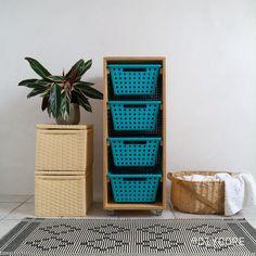 Um móvel super funcional, para organizar itens de lavaderia, roupas sujas, frutas, itens de escritório ou o que mais vocês quiser. Diy Para A Casa, Diy Casa, Diy Simple, Easy Diy, Diy Storage, Extra Storage, Diy Home Crafts, Furniture For Small Spaces, Diy Wood Projects