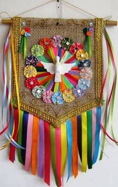 Resultado de imagem para estandarte religioso Jute, Apple Decorations, Prayer Flags, Arte Popular, Mexican Folk Art, Beach Art, Diy Birthday, Religious Art, Make And Sell