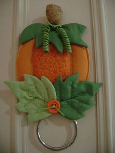 Fabric Crafts, Sewing Crafts, Sewing Projects, Projects To Try, Fall Crafts, Diy And Crafts, Adornos Halloween, Thanksgiving Gifts, Patch Quilt