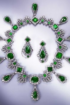Antique Emerald and Diamond Necklace Jewelry See more amazing jewelry at RadiantRings.net! #jewelry