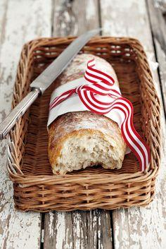 Dis die lekker Italiaanse brood vol gate, en sommer baie maklik om te maak. Die geheim is om dit in jou elektriese mengbak te doen.