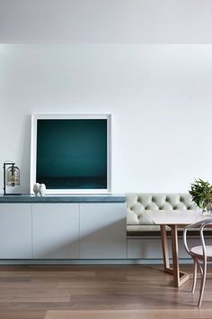 Robson Rak Courtyard house photo by Shannon McGrath (featuring Verona from Contemporary Leathers on banquette seating)