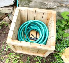 A DIY tutorial to build a hose hiding planter. A place to store the garden hose out of sight and a flower planter all in one complete with free plans. Backyard Projects, Diy Wood Projects, Outdoor Projects, Outdoor Planters, Flower Planters, Hose Box, Garden Hose Storage, Pots, Build Something