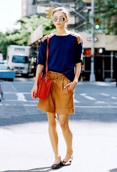 Your Complete Guide To What Shoes To Wear With Shorts via Who What Wear shorts shorts shorts shorts outfits shorts Look Street Style, Street Chic, Street Style Women, Street Styles, Street Fashion, Bermuda Shorts Outfit, Bermuda Jeans, Modest Shorts, Summer Shorts