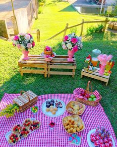 A imagem pode conter: flor, atividades ao ar livre e comida Picnic Theme Birthday, Backyard Birthday Parties, Fourth Birthday, Birthday Party Themes, Birthday Ideas, Kids Picnic Parties, Picnic Themed Parties, Picnic Party Decorations, Pastell Party